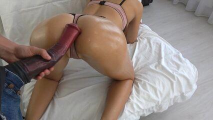 Домашнее порно: Как вам наша новая большая секс игрушка?