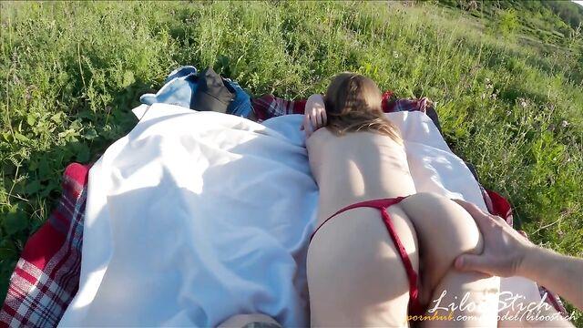 Анальный секс на природе с русской девушкой