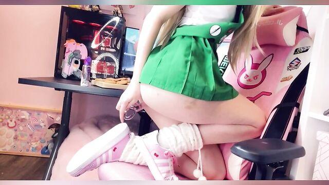 Домашнее сольное видео Belle Delphine, мастурбация искусственным членом