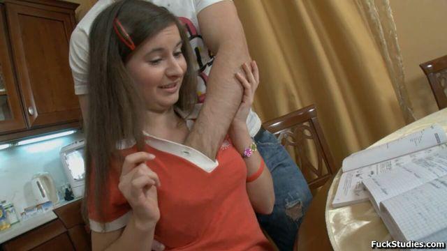 Порно видео в тугую попу с молодой студенткой Катей
