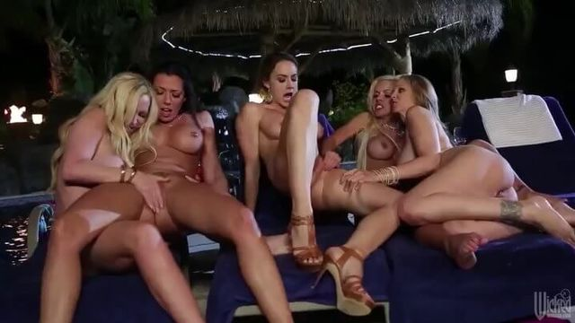 Клуб хищных жен | Cabana Cougar Club (порно фильм с русским переводом)