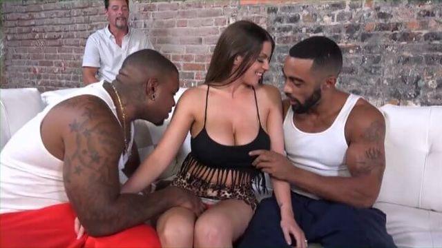 Мою жену шлюху трахают большими черными членами - порнофильм