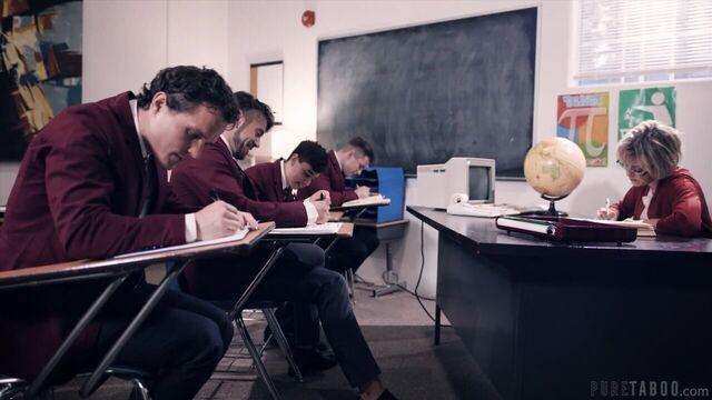 4 студента грубо трахнули учительницу (с русским переводом)