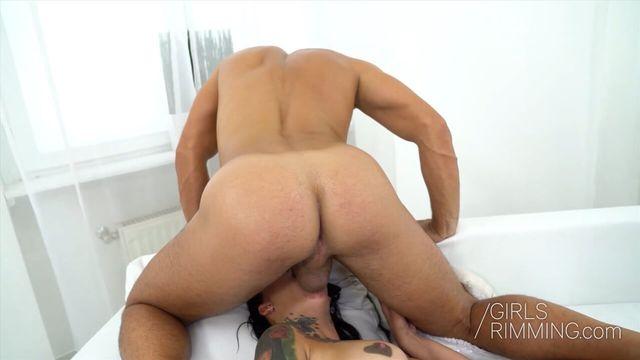 Анилингус в лифте от красотки и анальный секс в офисе