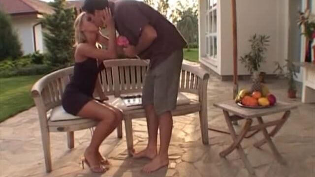 Пляжные девчонки | Sandy's Girls — порно фильм на русском