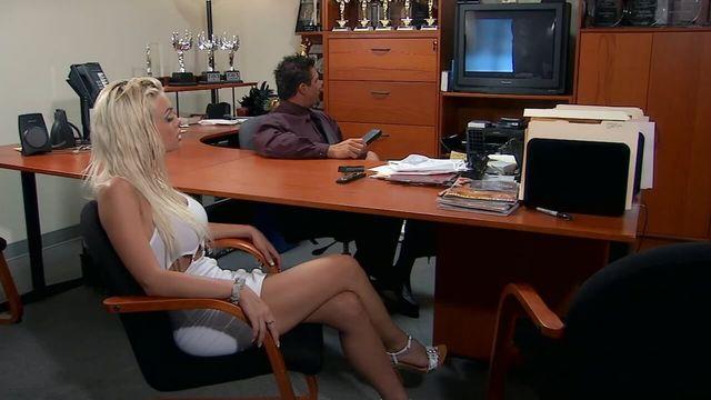 Звезда контракта — порно фильм с русским переводом