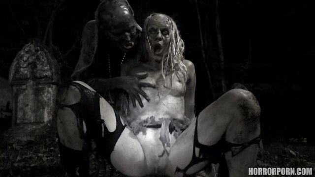Ходячие Зомби | Walking zombies (порно ужасы)