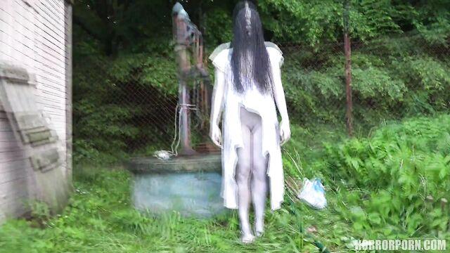 Девушка из колодца   The girl from the well (порно ужасы)
