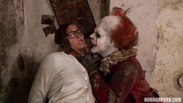 ОНО это клоун | IT is a clown (horrorporn, порно ужасы)