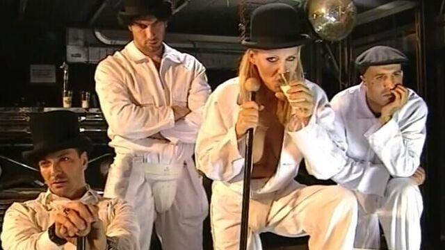 Заводной Банан | Banana Meccanica (2000) порно фильм