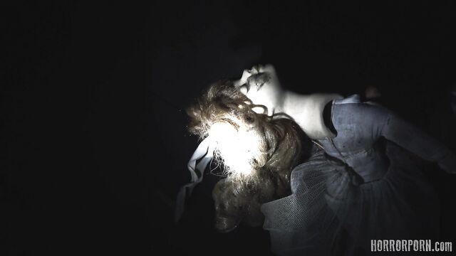 Страшный демон вселился в тело невинной девушки