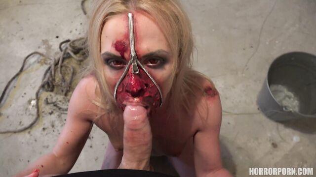 Экзорцист изгоняет дьявола с демонической красотки