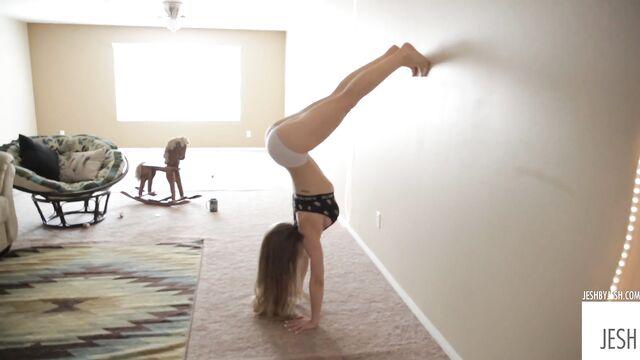 Страстная мачеха моей девушки 2 — порно видео с переводом