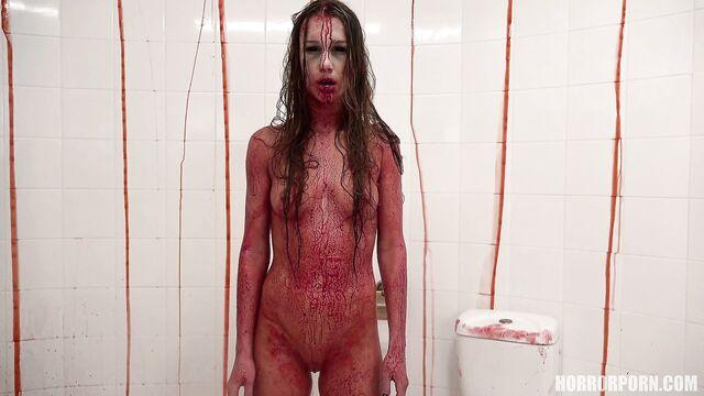 Кровавая фея высасывает из парня все соки — порно ужасы