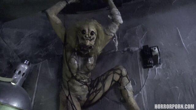 Женщина-паук спермопожирательница — порно ужастик +18