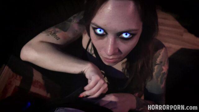 Дом фриков: Сиамские близнецы — порно ужасы на ночь