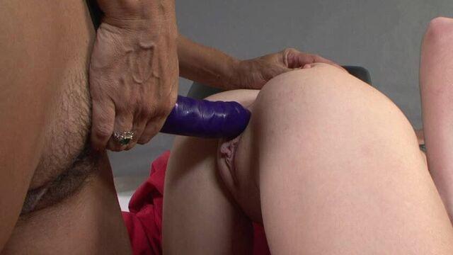 Любимые молодые няни для зрелых сексуальных мамаш
