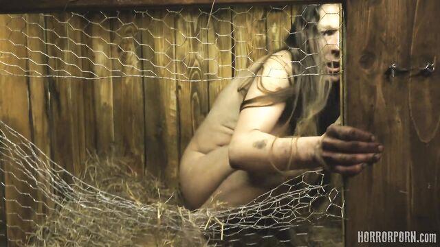 Пленницы в кроличьей клетке — порно ужасы на ночь